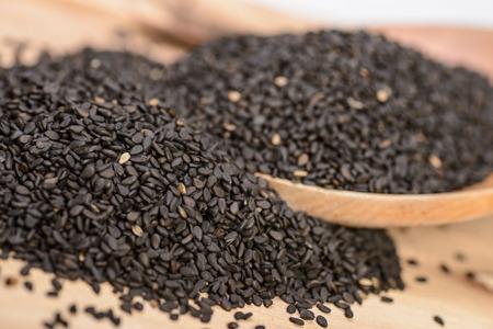 black sesame seeds on the wooden board Foto de archivo