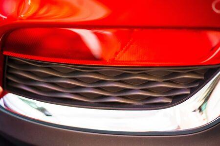 Resumen borrosa Detalle de color de cerca en la luz delantera trasera de un coche