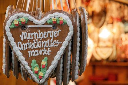 Gingerbread Heart at Nuremberg Christmas Market Standard-Bild