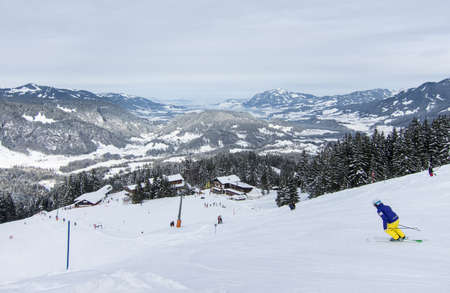 t ski: Skiers on the slopes of a skiing area in the South German Alps
