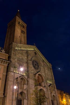 piacenza: The Cathedral cattedrale di Santa Maria Assunta e Santa Giustina of Piacenza, Emilia-Romagna, Italy at night