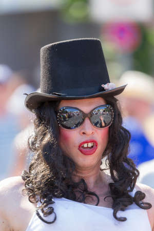 buck teeth: Drag Queen with top hat at Christopher Street Day