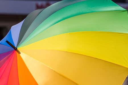 tolerance: Formato de llenado paraguas arco iris de colores como s�mbolo de la tolerancia Foto de archivo