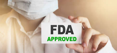 Mots approuvés par la FDA sur la carte Le docteur montre. Concept de produits approuvés par la Food and Drugs Association.