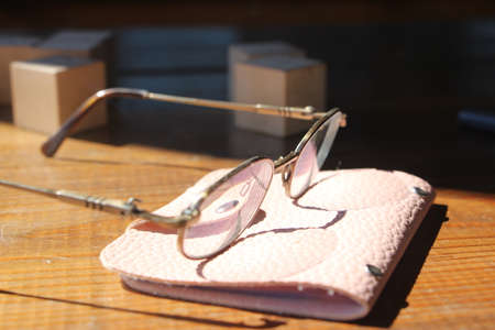 glasses, and pink leaher wallet on wooden table. Business profit concept. Banque d'images