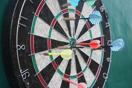 Darts target closeup. Success hitting target aim goal achievement concept. Banque d'images
