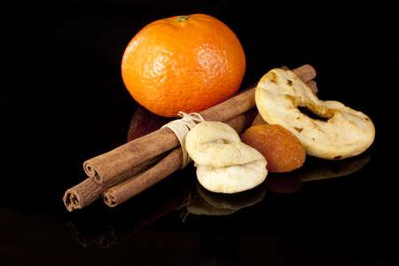 frutos secos: La canela y frutos secos ONA fondo negro