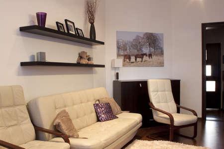 daily room: Neat soggiorno con posti a sedere in pelle crema