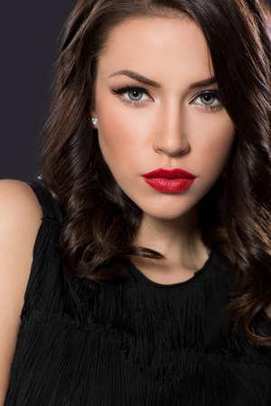 Retrato de la belleza de la mujer joven