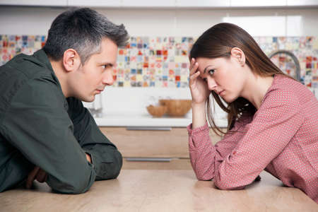 Young couple having relationship difficulties Imagens