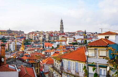 View from the Porto Cathedral overseeing traditional Porto houses, with tower of Clerigos Church far away in the middle. Stockfoto