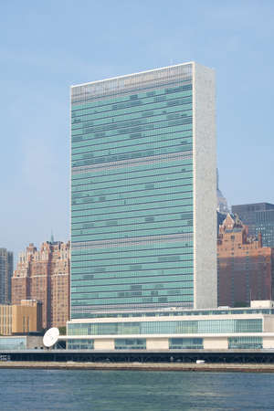 united nations: UN United Nations headquarters skyscraper as seen from Roosevelt Island.  - September 2, 2015, Four Freedoms Park, New York City, NY, USA