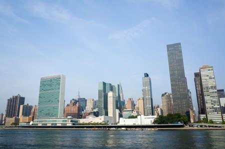 the united nations: complejo de la sede de la ONU de las Naciones Unidas y los rascacielos de Manhattan adyacentes como se ve desde la isla de Roosevelt - 2 septiembre 2015, cuatro libertades Park, Nueva York, Nueva York, EE.UU. Editorial