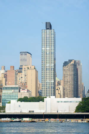 united nations: 50 United Nations Plaza residential high-rise in front of United Nations temporary general assembly complex as seen from Roosevelt Island. - September 2, 2015, Four Freedoms Park, New York City, NY, USA
