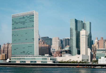 united nations: complejo de las Naciones Unidas y la sede de la misión permanente de Estados Unidos ante la ONU, visto desde la isla de Roosevelt. - 2 septiembre 2015, Parque Libertades Cuatro, la ciudad de Nueva York, Nueva York, EE.UU.