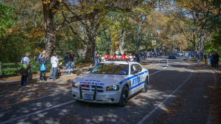 escort: NYPD police car escort driving by the crowd of spectators in Central Park before 25 mile marker - November 6, 2016, East Drive, New York City, NY, USA Editorial