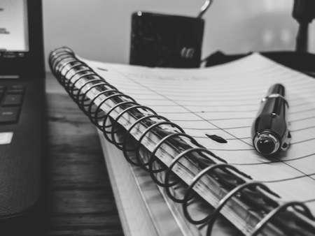Schrijvers bureau in zwart en wit Stockfoto