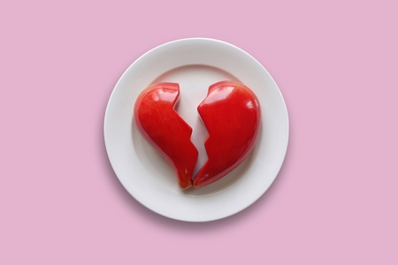 heartsickness: Plate with broken heart
