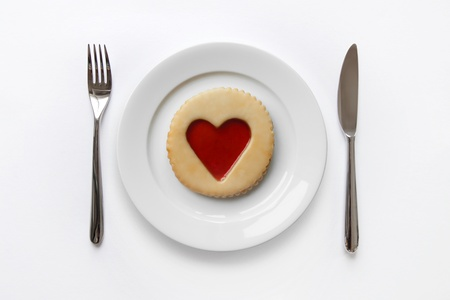 Place cover with cookie and jam heart