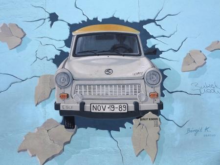 이스트 사이드 갤러리에서 베를린 장벽 베를린, 독일 7 월 12, 2012, 회화