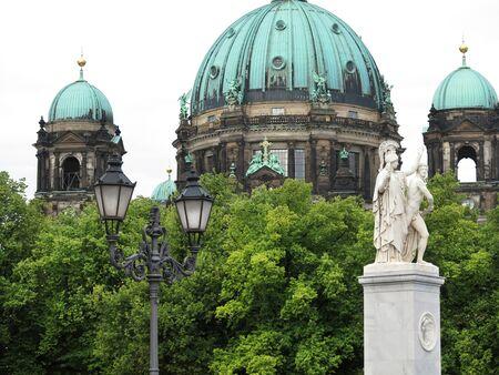 dom: Le style baroque cathédrale de Berlin ou Berliner Dom est une église évangélique datant du 15ème siècle Banque d'images