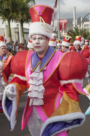 Carnival Santa Cruz de Tenerife, Canary Islands, Spain - February 17, 2015: costumed participants dancing, marching and announcing the beginning of the popular event held yearly in spring in Tenerife 新聞圖片
