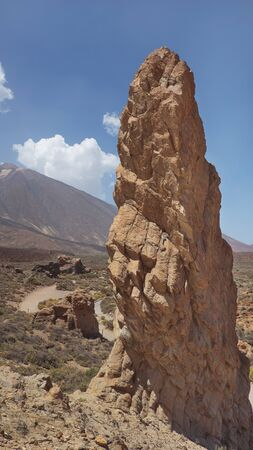One of the majestic Roques de Garcia, big rock rising through the arid volcanic landscape of Teide National Park, at high altitude, view from La Ruleta lookout point, Tenerife, Canary Islands, Spain 版權商用圖片