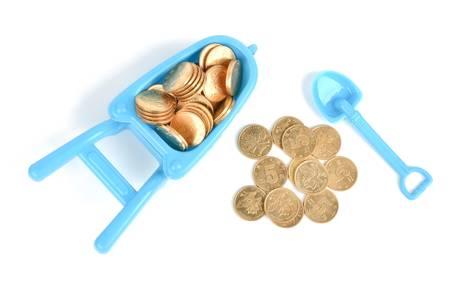 carretilla de mano: Juguete carretilla de mano y las monedas