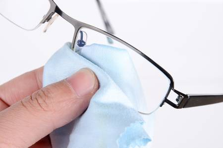 eyeglass frame: Cleaning glasses