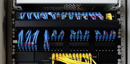 Cable-cable en gros plan pour réseau et internet avec marquage Banque d'images - 79099336