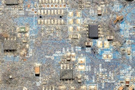 多くの塵および多くを汚れたプリント回路基板を閉じる 写真素材