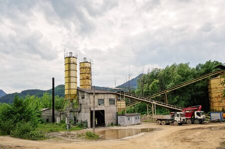 conveyors: Old small concrete plant