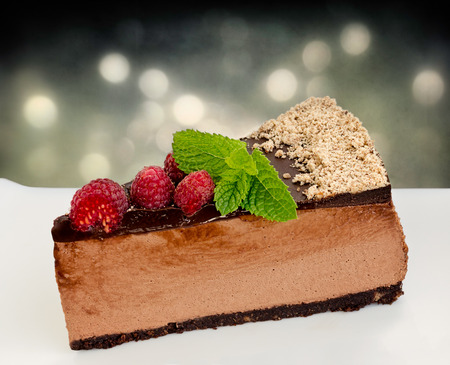 Lateral view of low carb no bake raspberry chocolate cheesecake Reklamní fotografie - 81732090