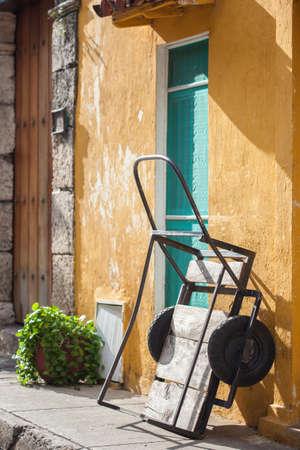 carreta madera: carro de madera tradicional en Cartagena de Indias