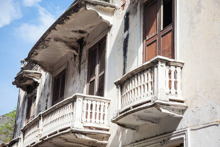 rickety: Balcony in Cartagena de Indias
