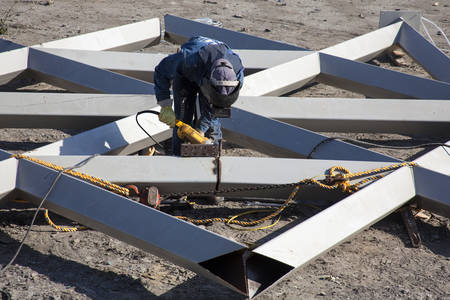 laboring: Cutting and sanding metal structures