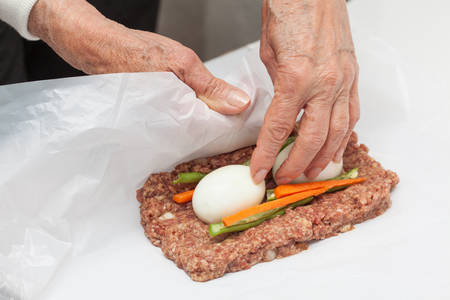 rolling up: Rolling up the Egg and Vegetables stuffed meatloaf