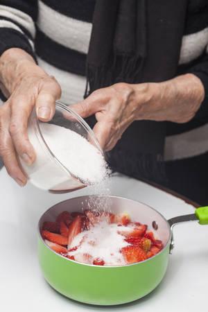 elaboration: Elaboration of strawberry jam