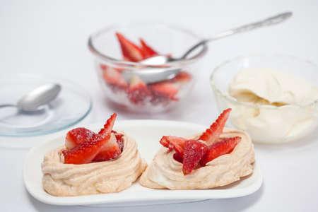 elaboration: Elaboration of meringues with strawberries and cream