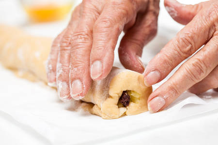 rolling up: Rolling up the strudel