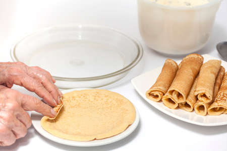rolling up: Rolling up a crepe - Step 1