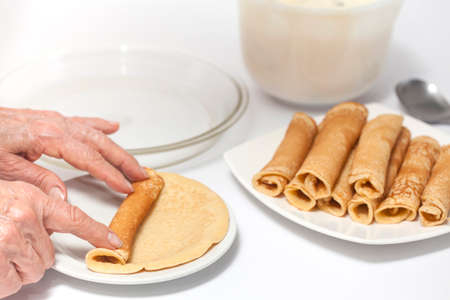 rolling up: Rolling up a crepe - Step 2