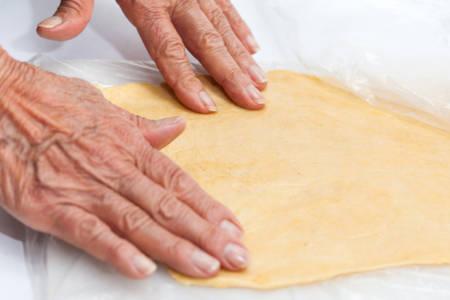 raviolo: Ravioli Preparation : Stretching pasta dough