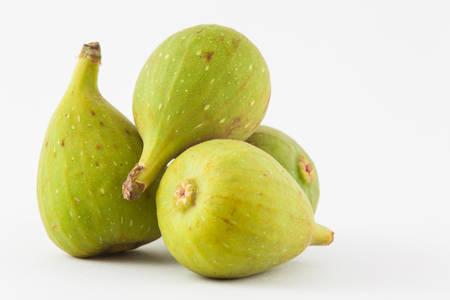Gemeenschappelijk fig. (Ficus-carica) die op witte achtergrond wordt geïsoleerd