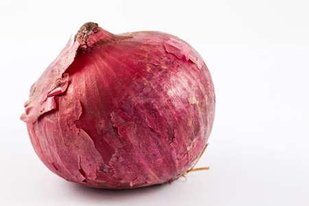 allium cepa: Red bulb onion (Allium cepa) isolated in white backgroun Stock Photo