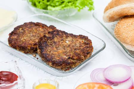 Lentil Burger Preparation : Grilled lentils burger patties