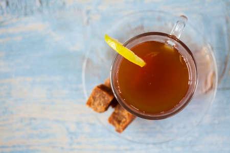panela: Hot sugarcane-water (aguapanela) with lemon