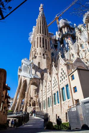 Passion Facade of the Basilica and Expiatory Church of the Holy Family Imagens - 117052685