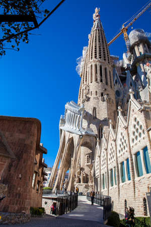 Passion Facade of the Basilica and Expiatory Church of the Holy Family Imagens - 103307037