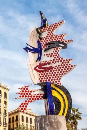 La tête de Barcelone ou El Cap de Barcelona une sculpture surréaliste créée par l'artiste pop américain Roy Lichtenstein